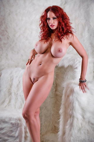 actress Bianca Beauchamp 2015 nudity photo in the club