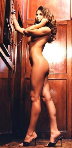 celebritie Cerina Vincent 24 years raunchy foto in the club