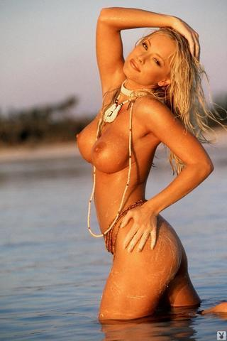 actress Jaime Bergman 21 years provoking image beach