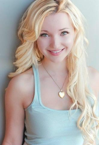 celebritie Dove Cameron young Without bra photography home