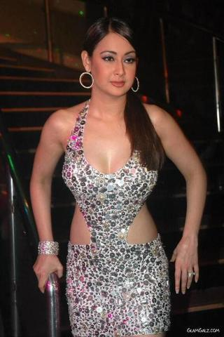 models Preeti Jhangiani 19 years denuded photoshoot in the club