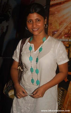actress Konkona Sen Sharma 19 years Without panties image in public