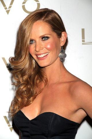 celebritie Rebecca Mader 23 years bawdy photography in the club