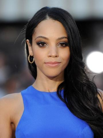 models Bianca Lawson 25 years voluptuous image beach