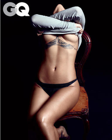 celebritie Rihanna 18 years Without bra art in the club