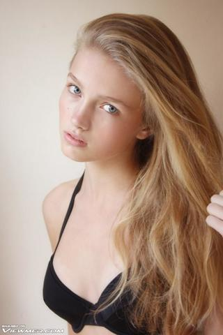 models Niamh Wilson 20 years Without camisole pics beach