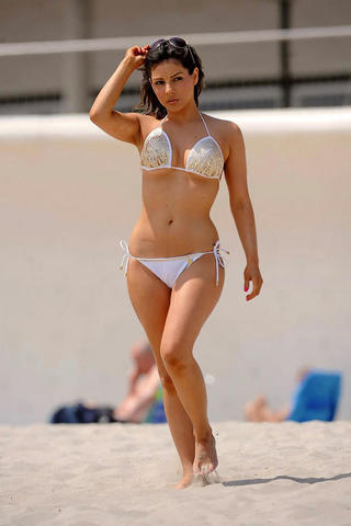 models Roxanne Pallett 21 years exposed picture beach