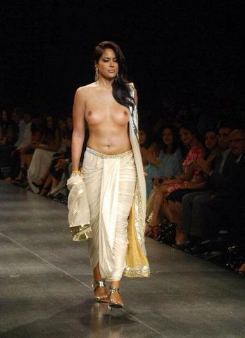 celebritie Sameera Reddy 23 years buck naked image in the club