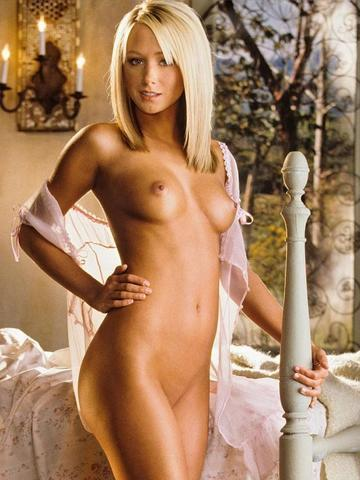 actress Sara Jean Underwood 20 years nude young foto pics in the club