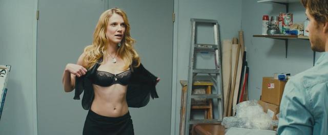 Sara Canning topless picture