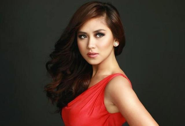 celebritie Sarah Geronimo 25 years Without slip photo in public