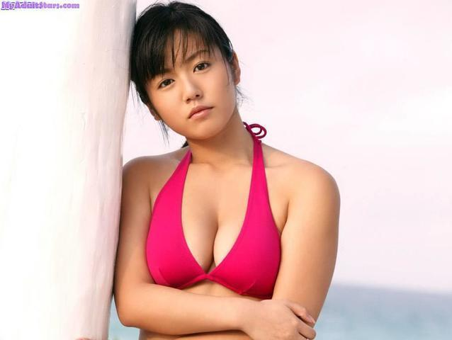 celebritie Sayaka Isoyama 24 years in one's skin photography beach