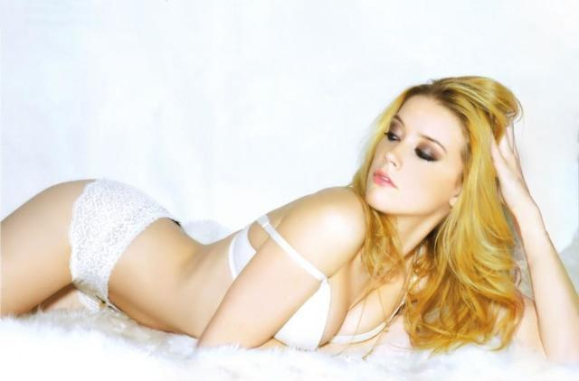 actress Amber Heard 25 years crude photos beach