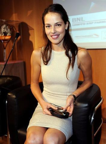 celebritie Ana Ivanovic 18 years chest pics in the club