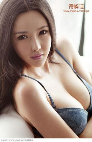 models Li Xin 20 years barefaced pics home