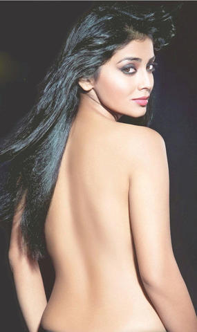 actress Mugdha Godse 22 years nude young foto image in the club