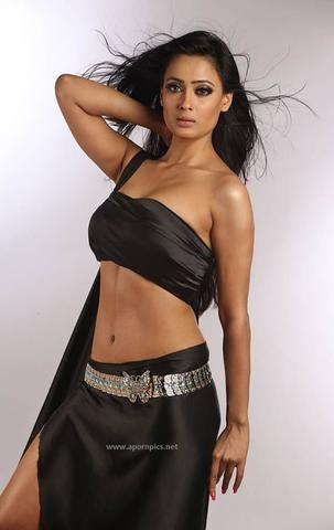 celebritie Shweta Tiwari 18 years carnal photoshoot in public