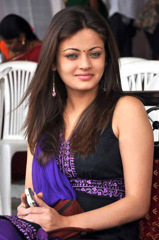actress Sneha 19 years natural photo in the club