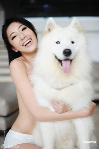 Sonia Sui topless snapshot