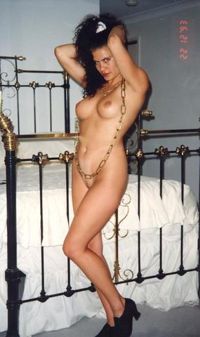 actress Emily Goss 21 years k naked picture in the club
