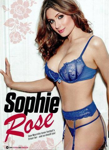 celebritie Sophie Wilcox 24 years overt photoshoot in public