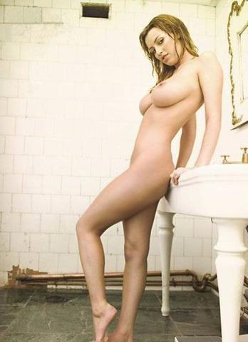 models Amanda Estevez 23 years buck naked image in the club