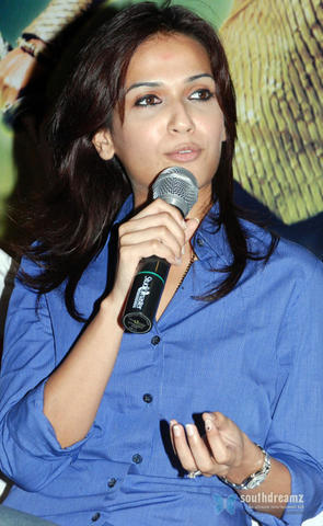 celebritie Soundarya R. Ashwin 2015 the nude photoshoot in the club