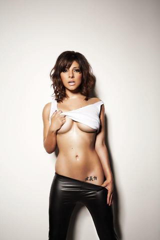 actress Roxanne Pallett 25 years voluptuous pics in public