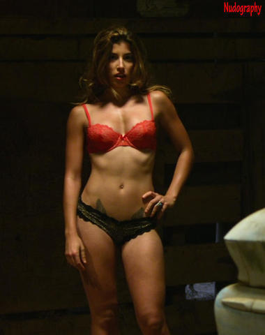 celebritie Tania Raymonde 25 years swimming suit foto home