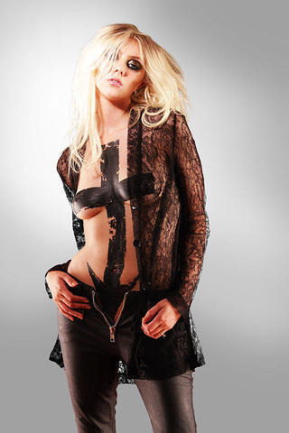 actress Sloane Momsen 2015 undressed photoshoot in the club