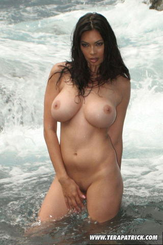 models Tera Patrick 21 years unsheathed image in public