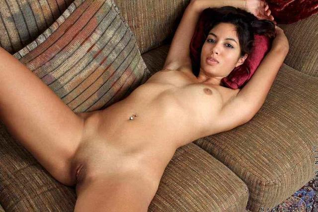 actress Donna Vargas 21 years nude art picture beach