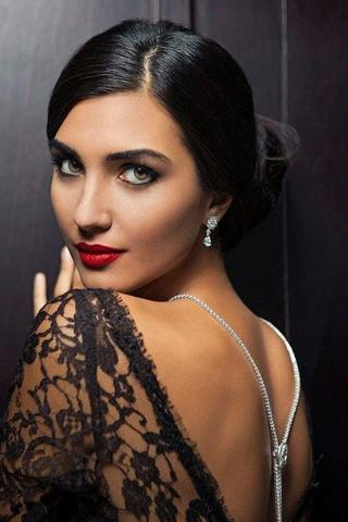actress Tuba Büyüküstün 2015 unsheathed snapshot in the club