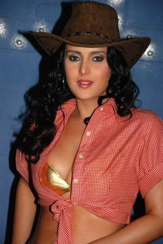 celebritie Tulip Joshi 21 years nude art pics home