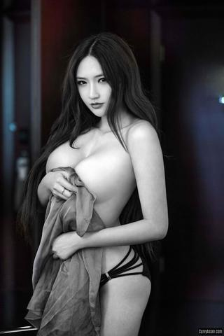 actress Yan Liu 2015 inviting photoshoot in public