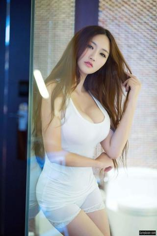 actress Miss Ming 20 years flirtatious image in public