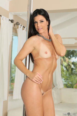 celebritie India Summer 23 years drawn photos beach