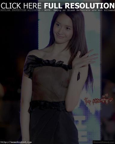 celebritie Yoona 22 years flirtatious photo beach