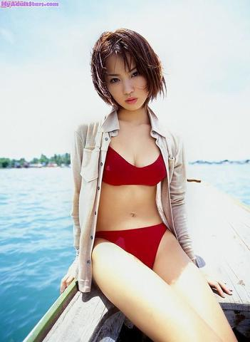 celebritie Yui Ichikawa 20 years Without camisole image in public