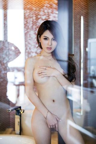 celebritie Yun Zhou 20 years lascivious pics home