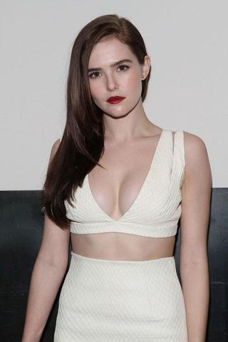 Hot pics Zoey Deutch tits
