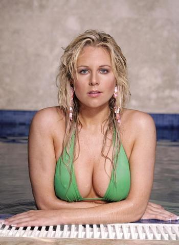 actress Abigail Titmuss 18 years in the altogether foto in public