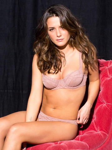 models Addison Timlin 23 years undressed picture in the club