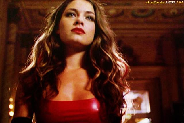 celebritie Alexa Davalos 21 years Without brassiere foto beach