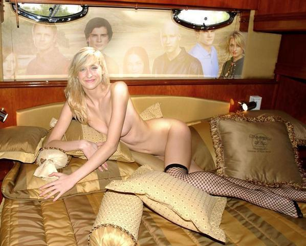 celebritie Allison Mack 19 years naked photos in the club