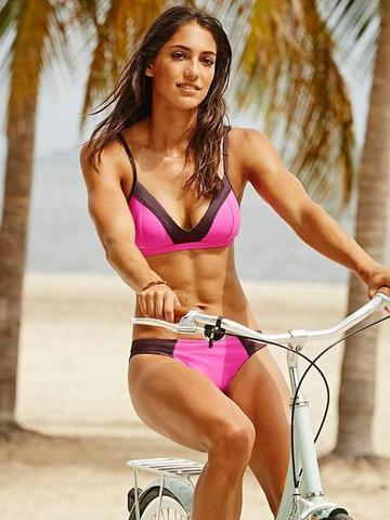 models Allison Stokke young tits snapshot beach