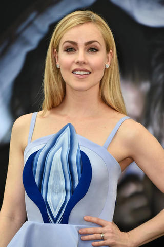 actress Amanda Schull 20 years nipple photos in the club