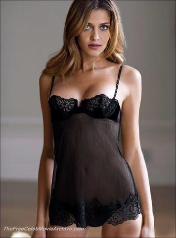 actress Ana Beatriz Barros 18 years Hottest snapshot in public