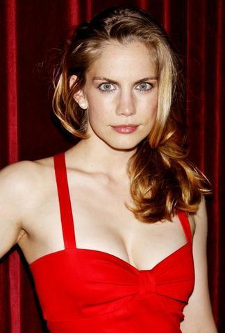 celebritie Anna Chlumsky 20 years fleshly picture beach