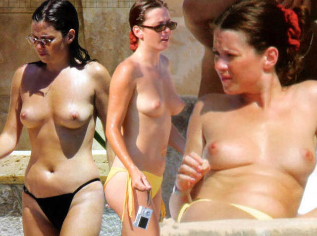actress Anna Friel 25 years nudity art beach
